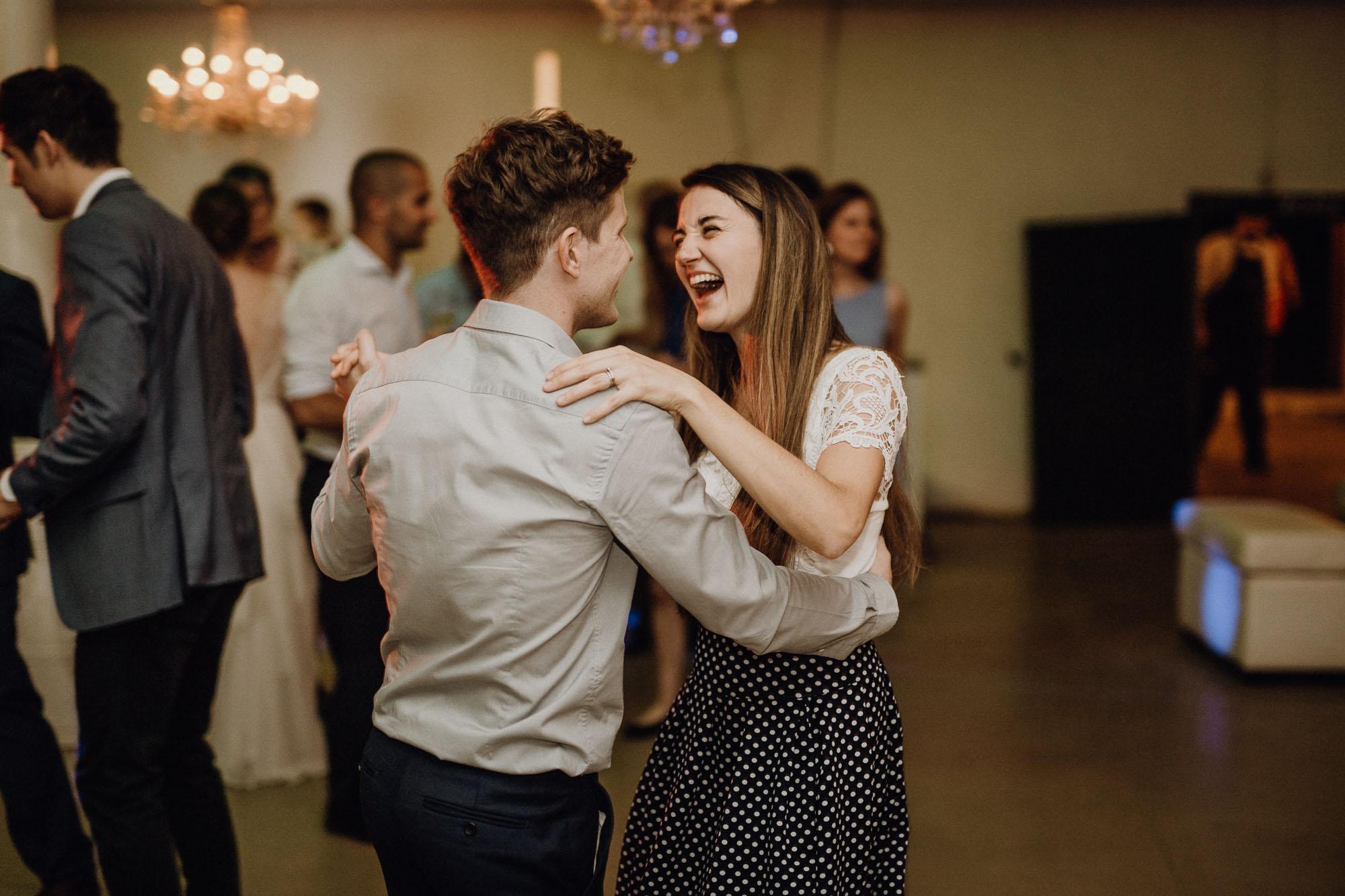 Süßes Pärchen beim Tanzen