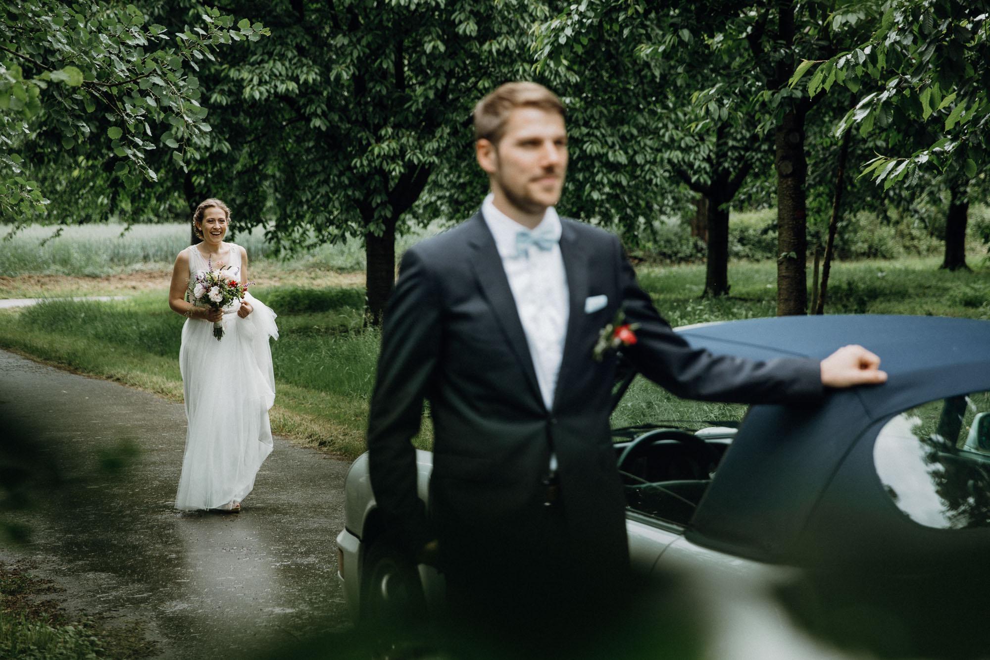 Hochzeitsfotografie by Raissa + Simon. Firstlook im Schwarzwald