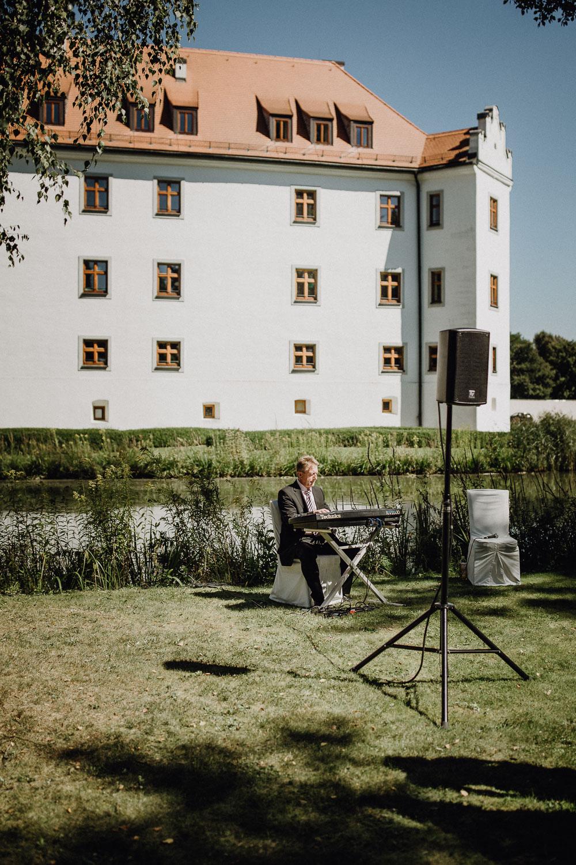 raissa simon photography destination wedding munich bayern schloss hohenkammer 016 - Andi + Joni