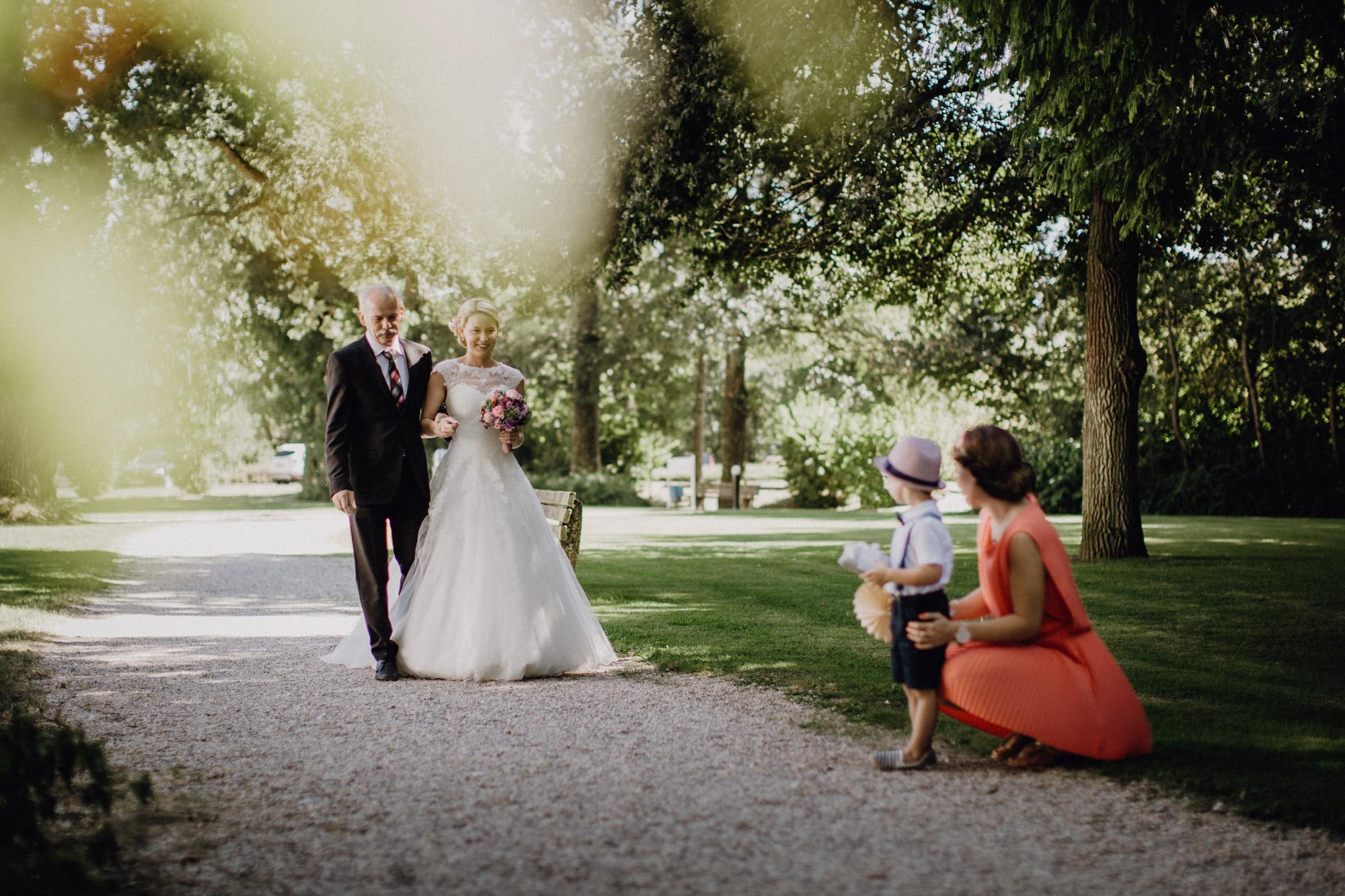 raissa simon photography destination wedding munich bayern schloss hohenkammer 019 - Andi + Joni