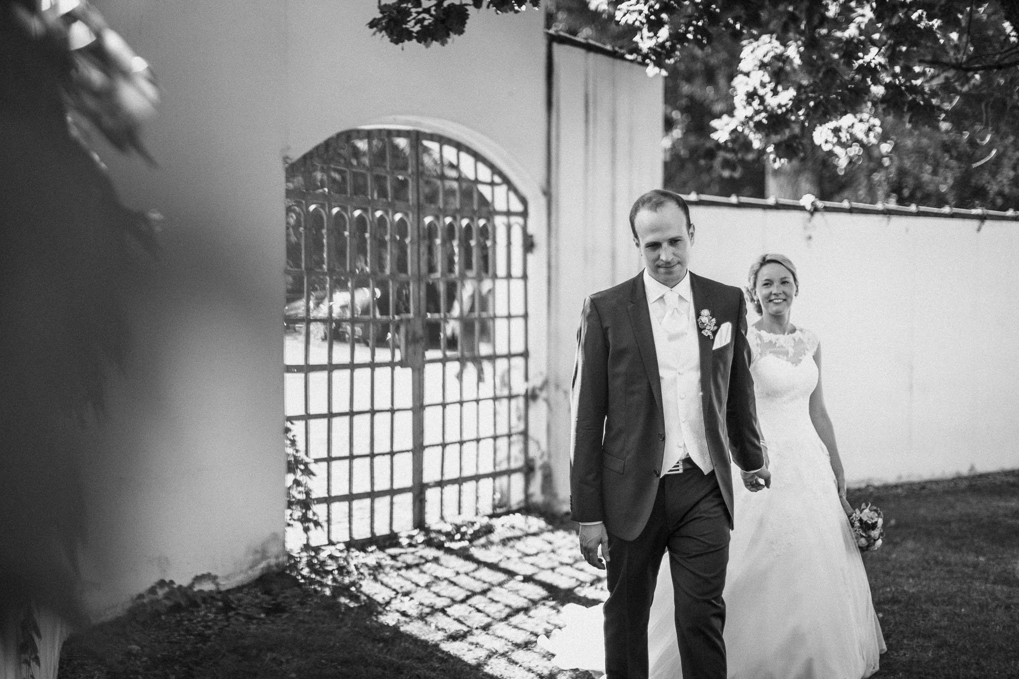 raissa simon photography destination wedding munich bayern schloss hohenkammer 041 - Andi + Joni