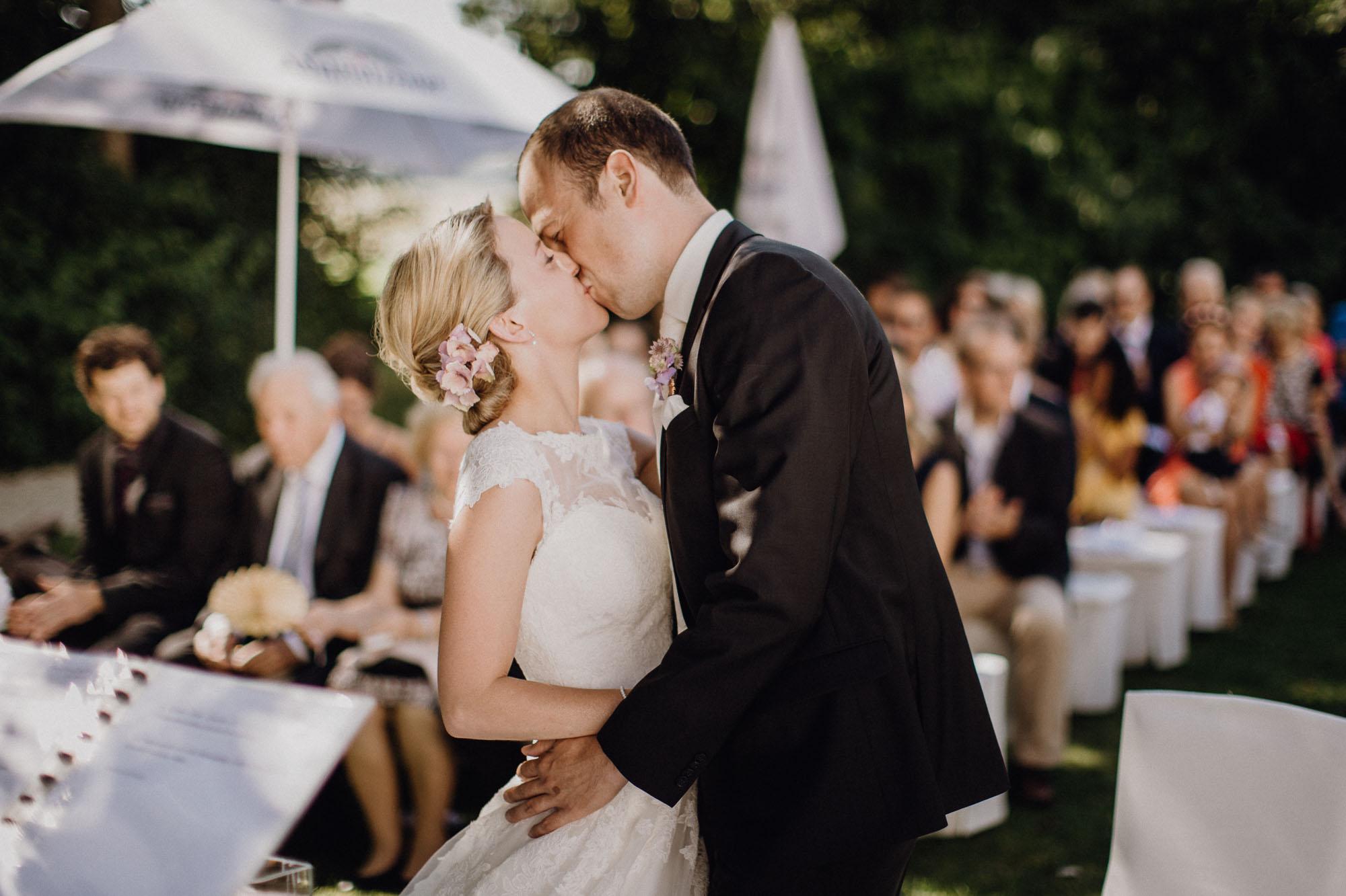 raissa simon photography destination wedding munich bayern schloss hohenkammer 073 - Andi + Joni
