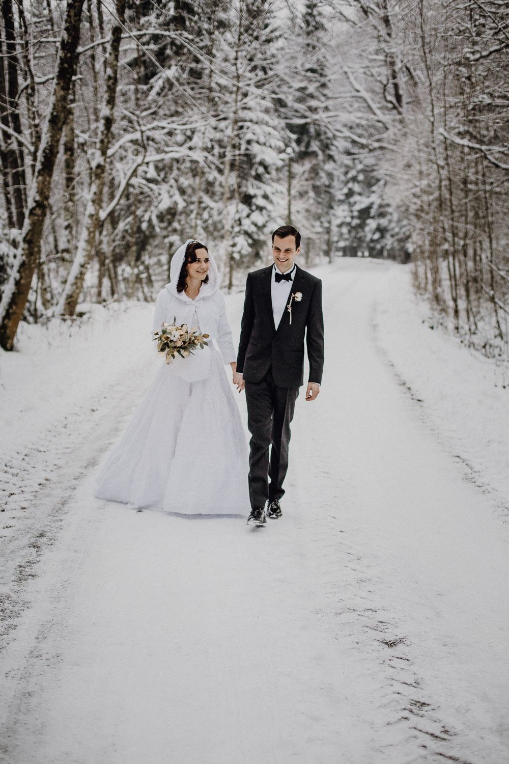 raissa simon photography destination wedding munich bayrischer wald winter snow 023 - Christine + Benjamin