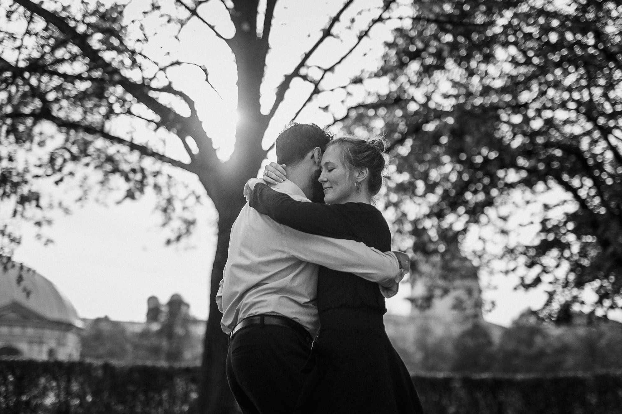 raissa simon photography couple hofgarten forro munich 006 - Lisa + Marek
