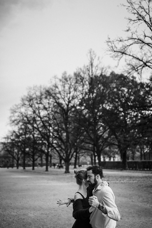 Natürliche und emotionale Pärchenfotos - Raissa + Simon Fotografie