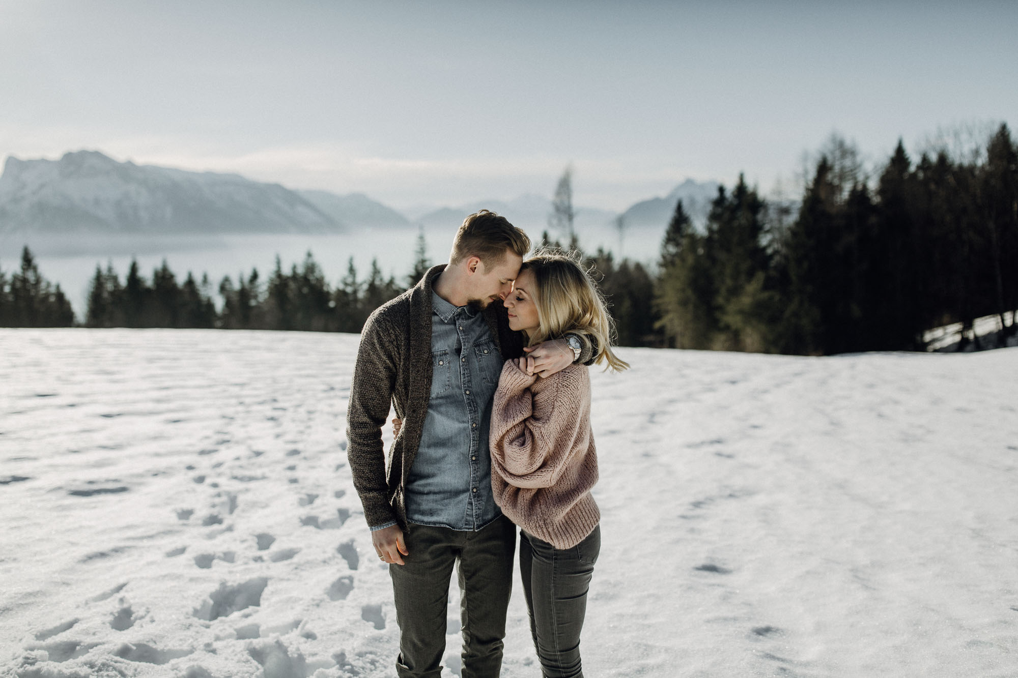 Winterliche Pärchenfotos in den Alpen - Raissa + Simon Fotografie