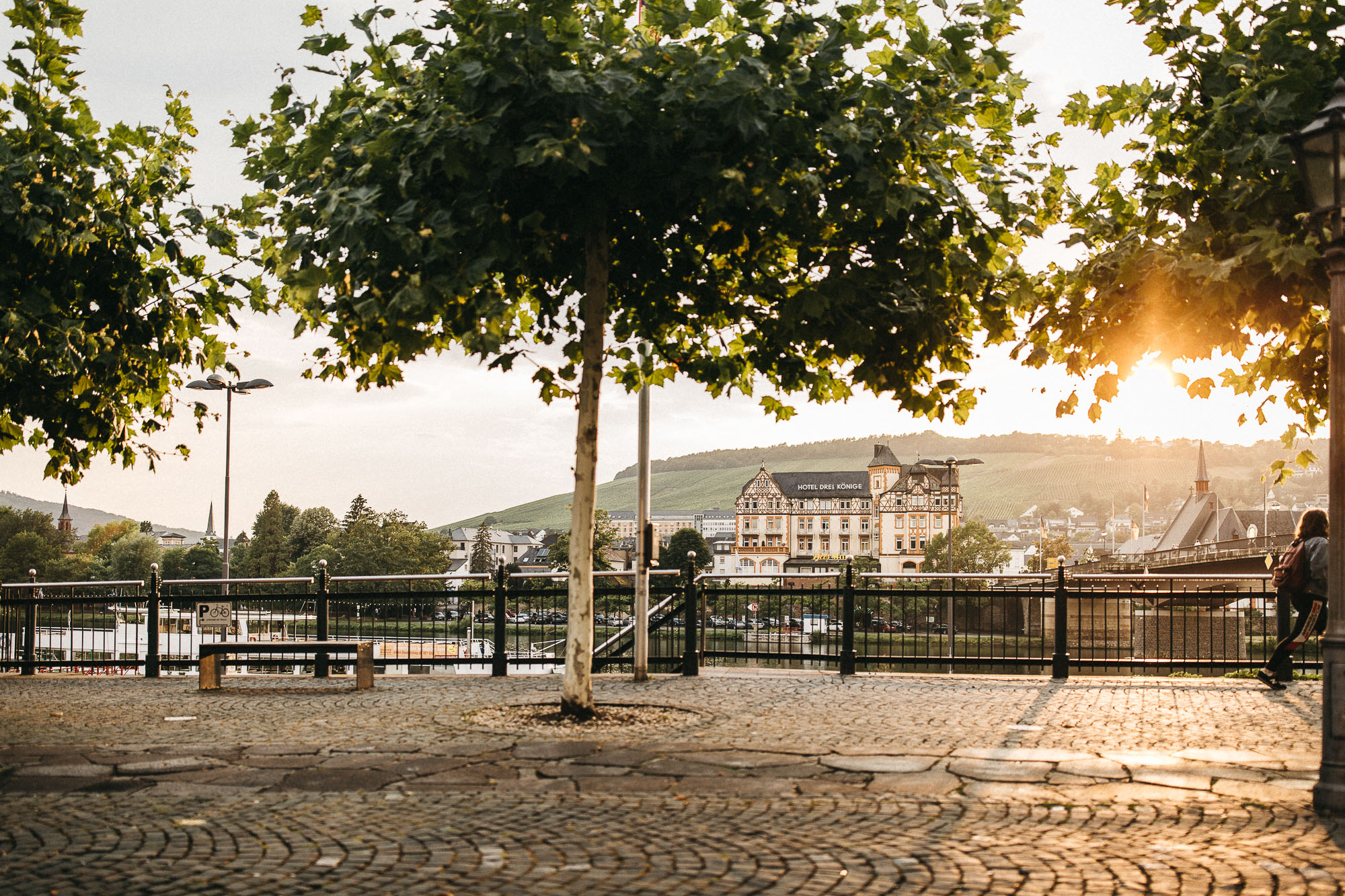 Hochzeit in Bernkastel-Kues. Sonnenuntergangsstimmung über der Mosel.