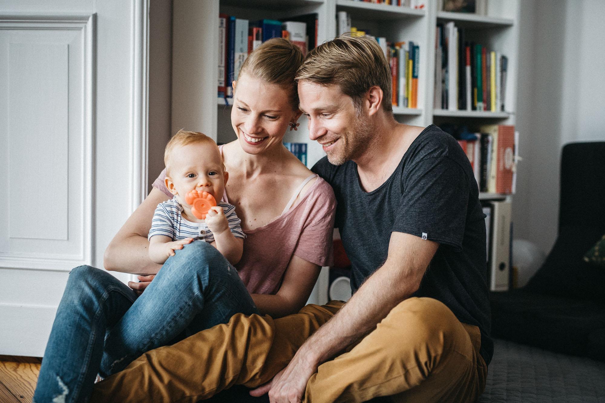 raissa simon photography family home berlin 025 - Katharina, Moritz + Henry