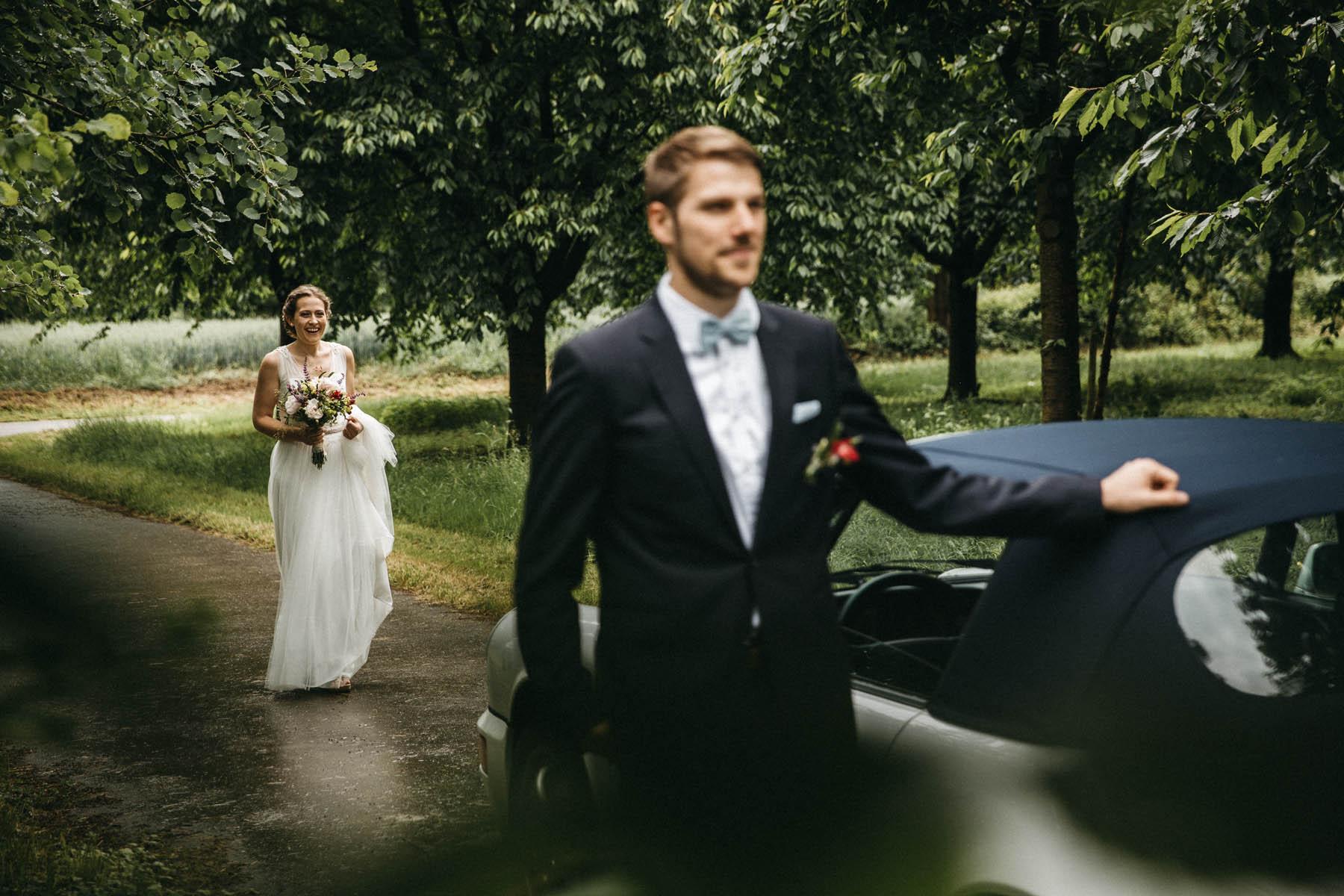 First Look Moment im Schwwarzwald - Raissa + Simon Fotografie