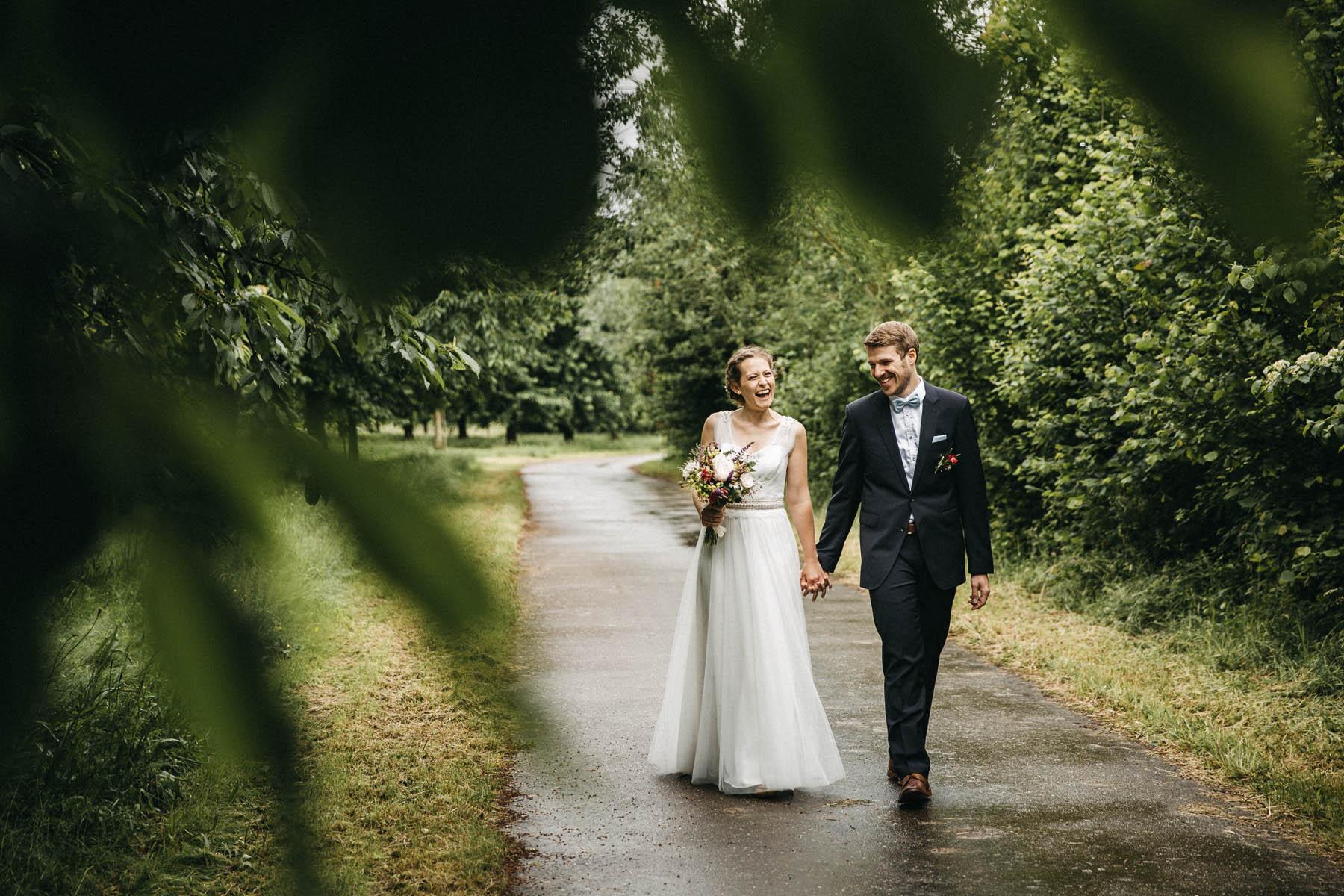 Junges und modernes Brautpaar im Vintagelook - Raissa + Simon Fotografie