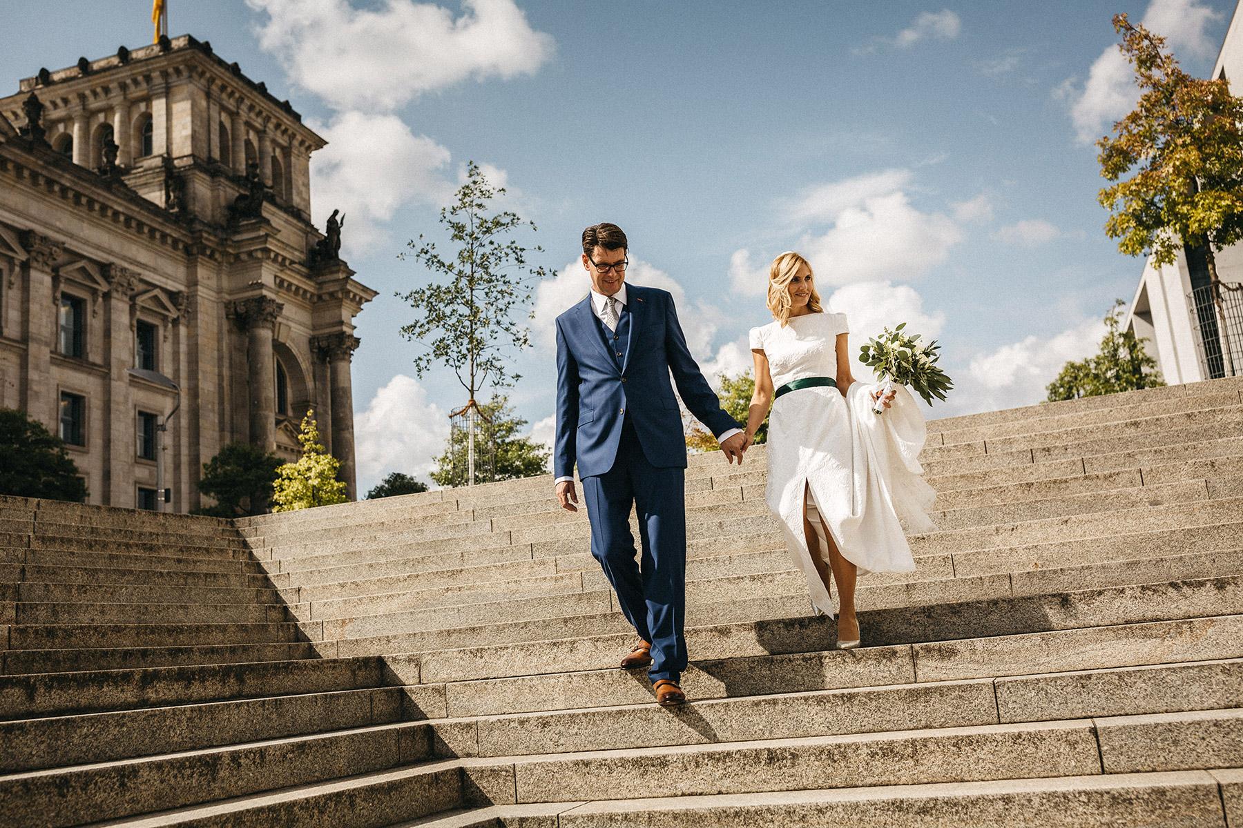 Brautpaarshooting im Regierungsviertel Berlin. Raissa + Simon Fotografie