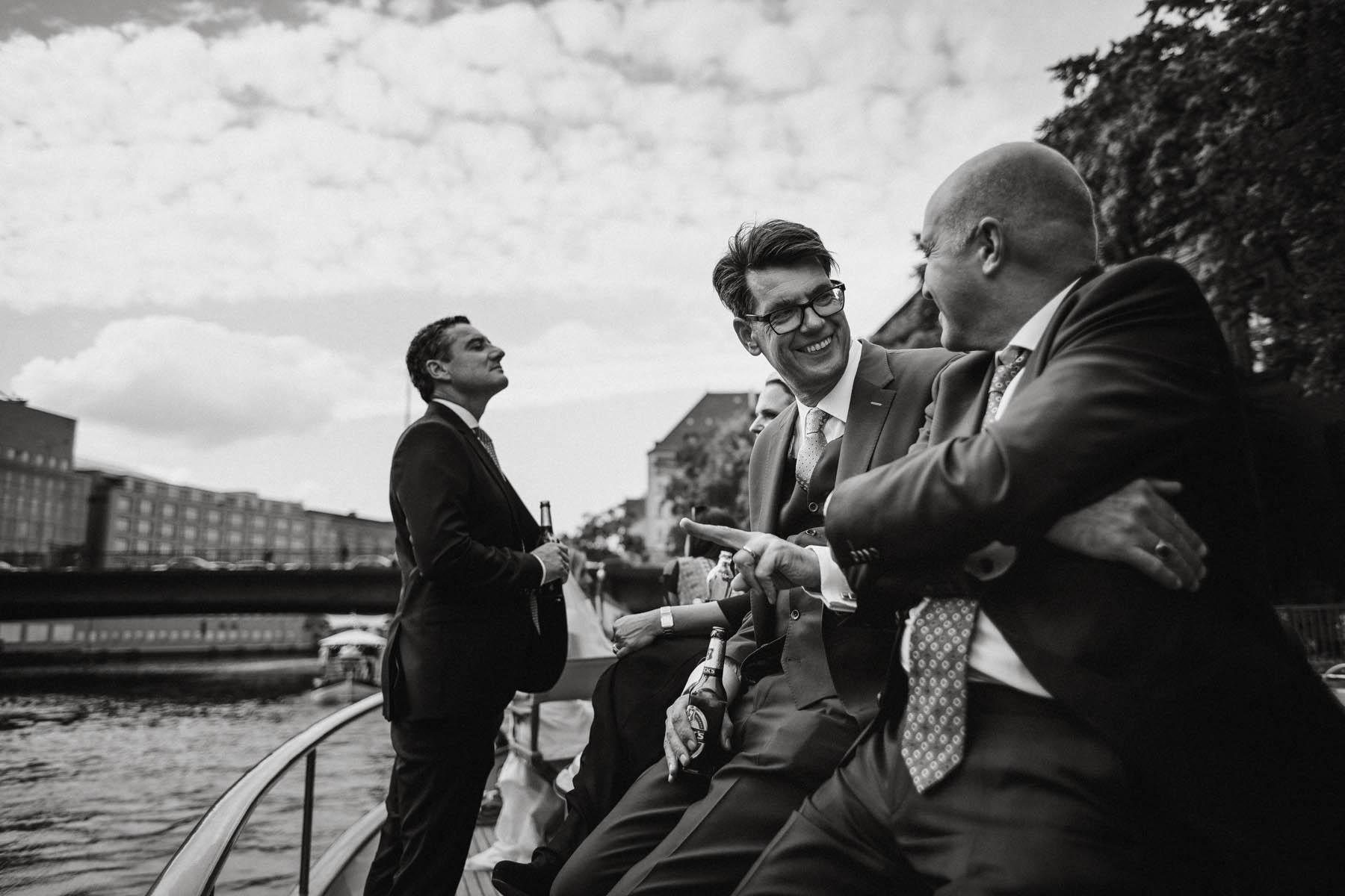 Gemütlich heiraten auf der Spree in Berlin. Raissa + Simon Fotografie
