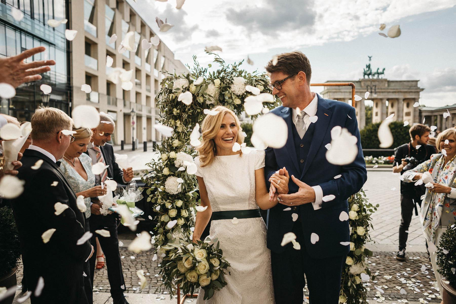 Hochzeit im Hotel Adlon Kempinski in Berlin, mit Blick auf das Brandenburger Tor - Raissa + Simon Fotografie