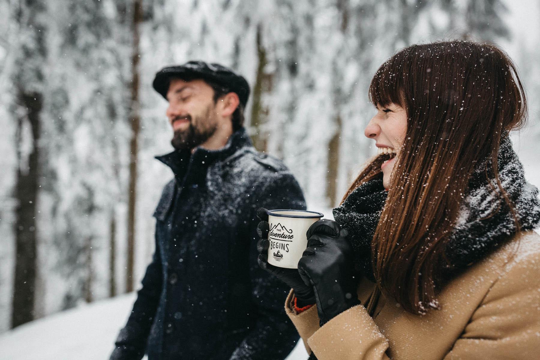 raissa simon fotografie paarshooting nais andre winter schwarzwaldhochstrasse 02 - Naïs + André