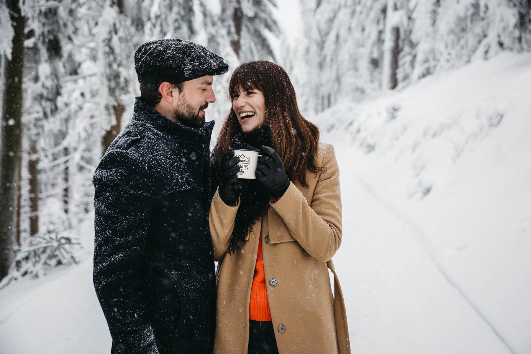 raissa simon fotografie paarshooting nais andre winter schwarzwaldhochstrasse 03 - Naïs + André