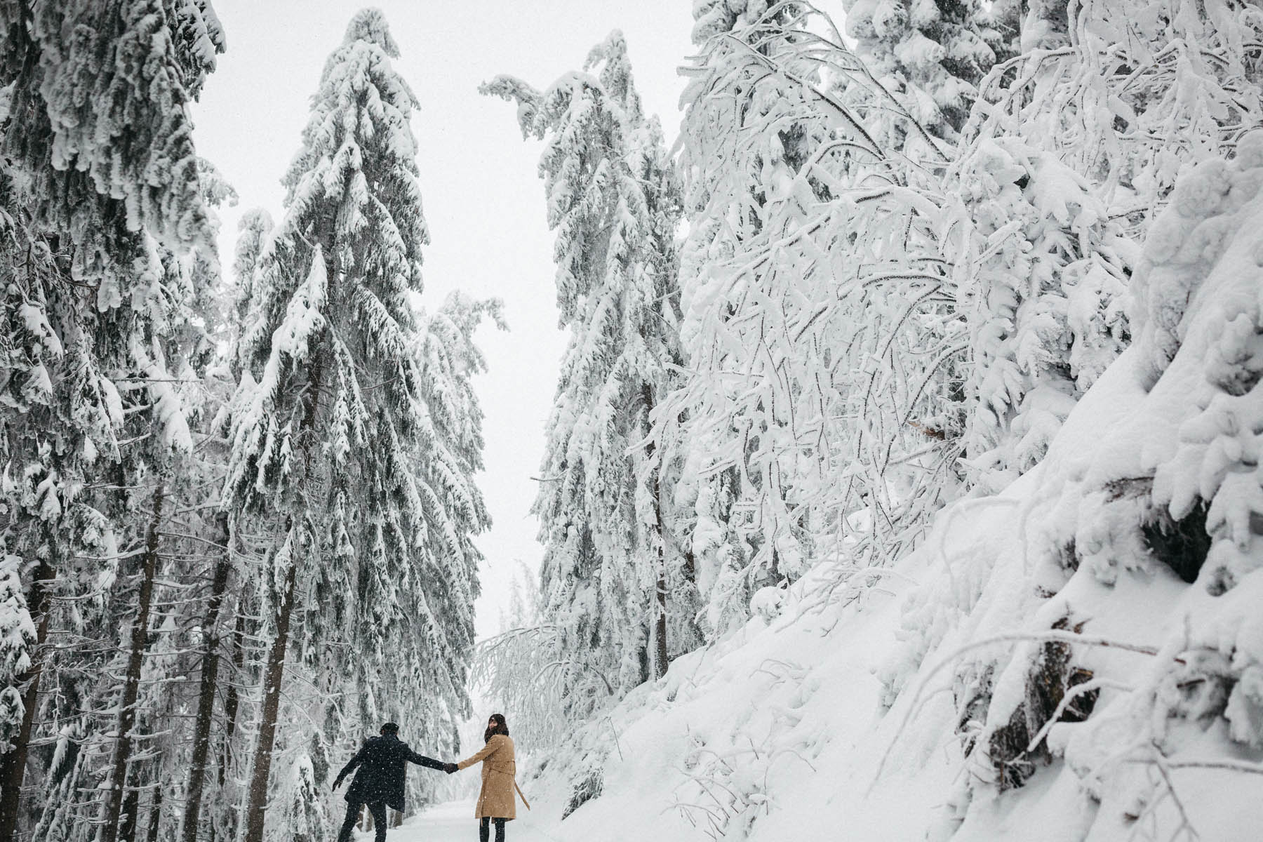 raissa simon fotografie paarshooting nais andre winter schwarzwaldhochstrasse 24 - Naïs + André