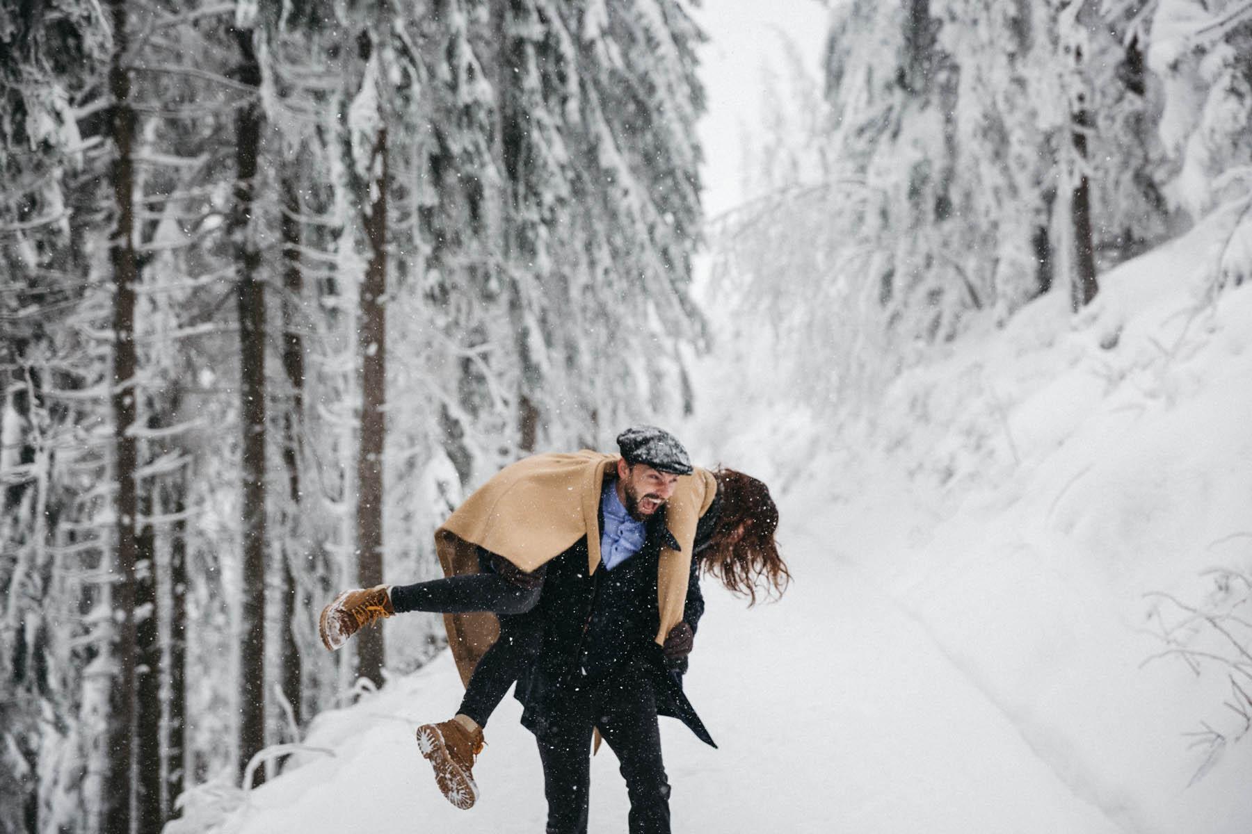 raissa simon fotografie paarshooting nais andre winter schwarzwaldhochstrasse 26 - Naïs + André
