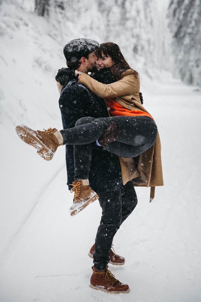 raissa simon fotografie paarshooting nais andre winter schwarzwaldhochstrasse 28 - Naïs + André