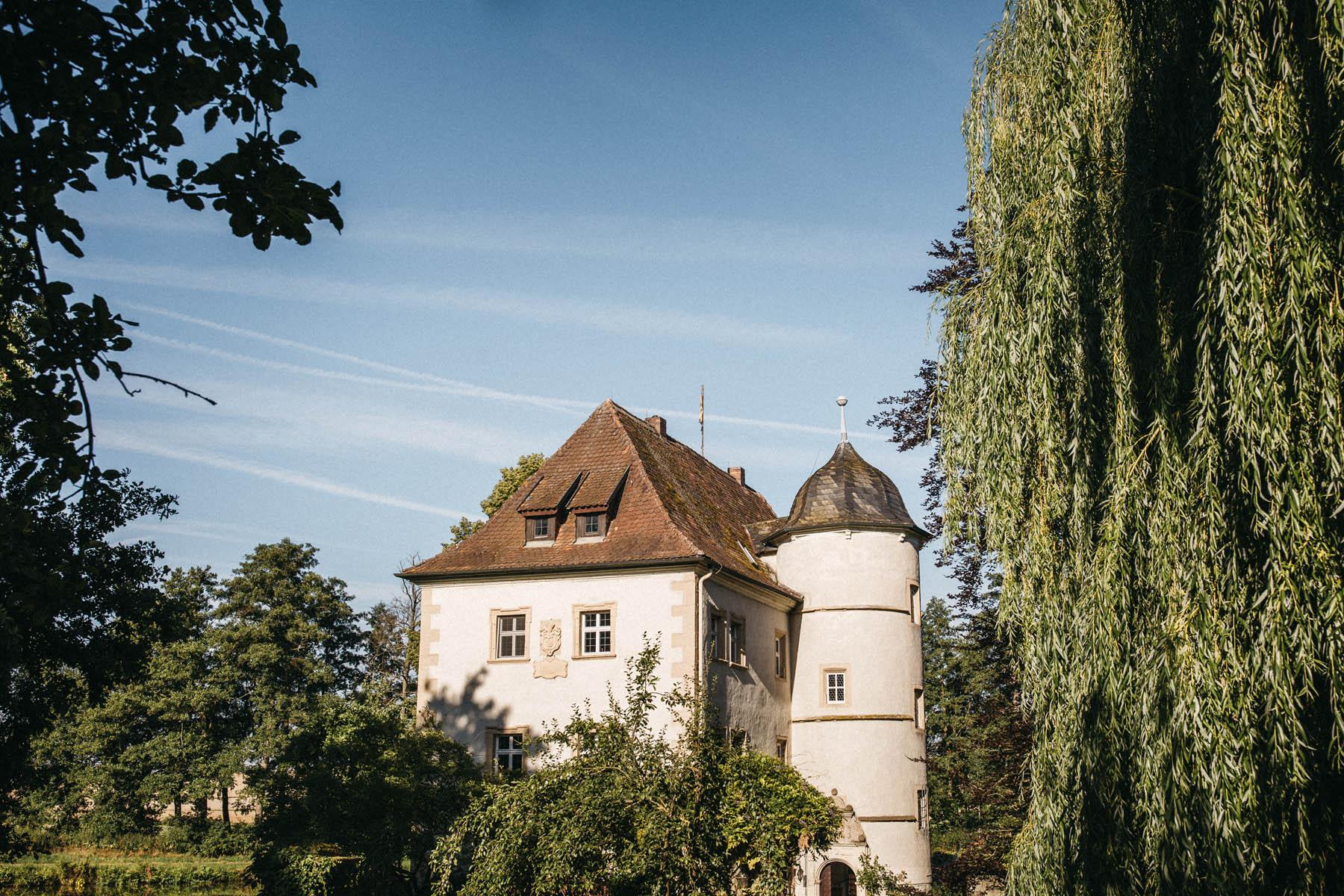 Die Hochzeitslocation Wasserschloss Kleinbardorf in Unterfranken | Raissa + Simon Fotografie