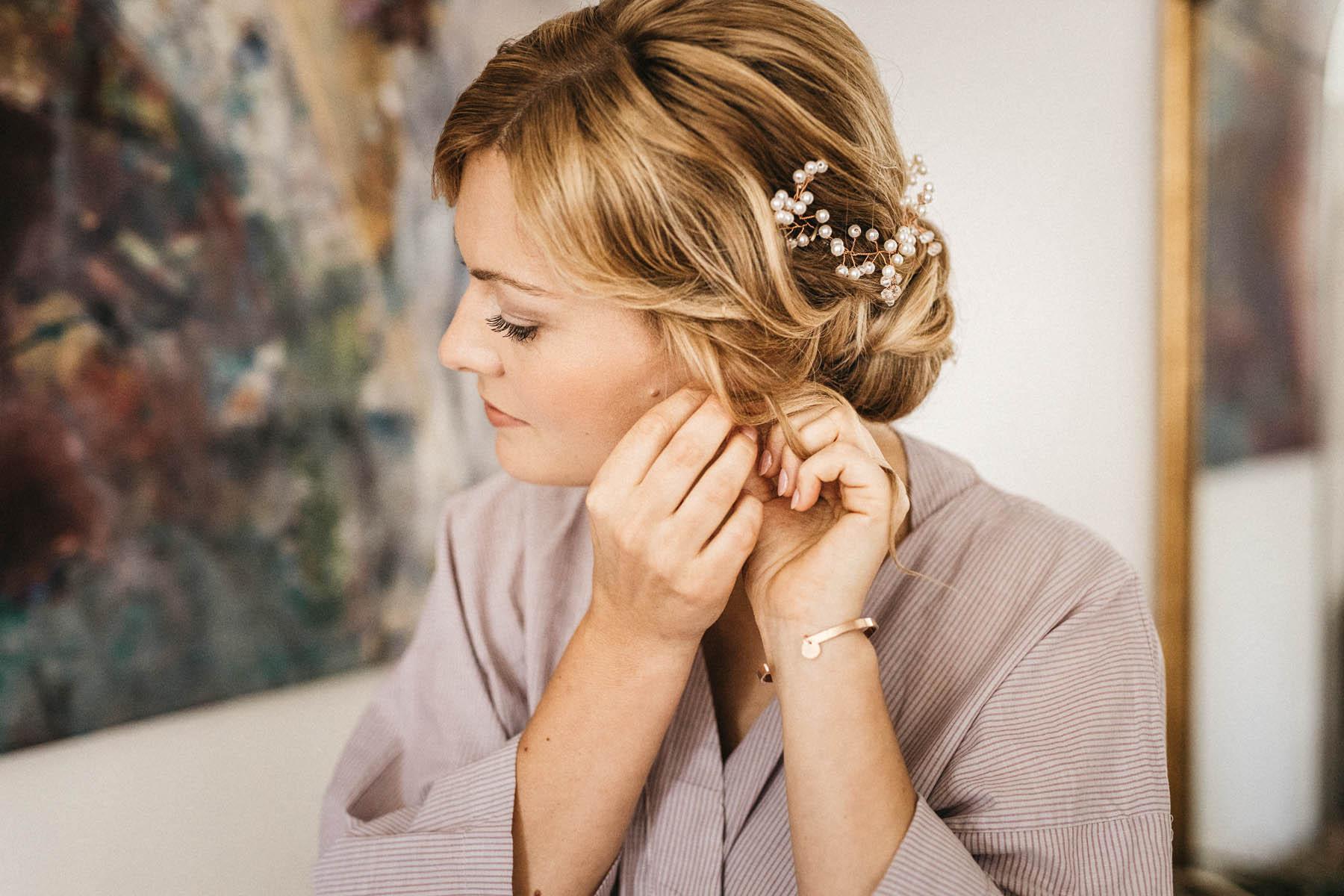 Getting ready mit Braut im Wasserschloss Kleinbardorf | Raissa + Simon Fotografie