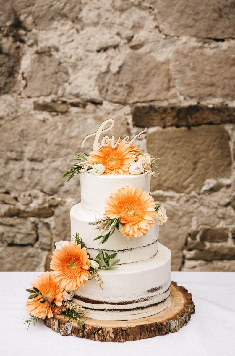 Naked Cake im Garten des Wasserschlosses Kleinbardorf in Unterfranken | Raissa + Simon Fotografie