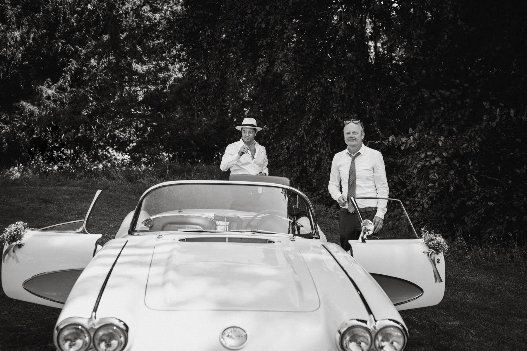 Brautvater in Oldtimer am Starnberger See | Raissa + Simon Fotografie