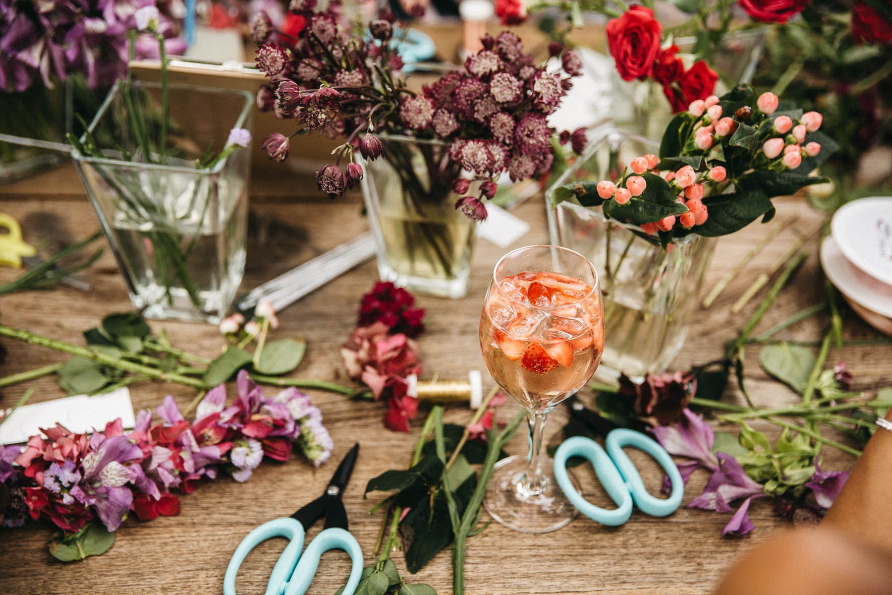 Do it yourself Blumenkränze bei der Hochzeit am Starnberger See | Raissa + Simon Fotografie