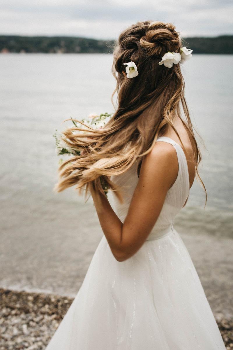 Braut mit hübschen, offenen Haaren – lockere Brautfrisur | Raissa + Simon Fotografie