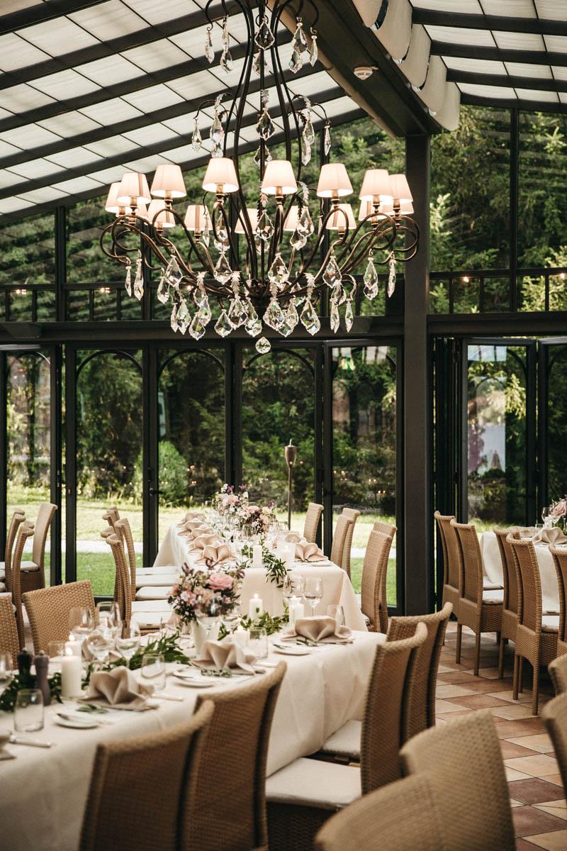 Hochzeitsdekoration in der Orangerie in der La Villa am Starnberger See | Raissa + Simon Fotografie