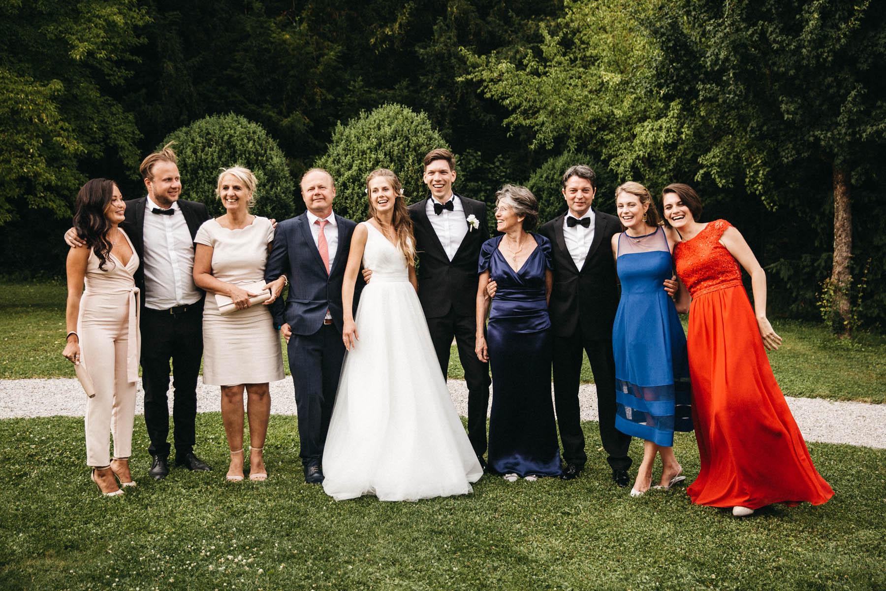Gruppenfoto an der La Villa am Starnberger See | Raissa + Simon Fotografie