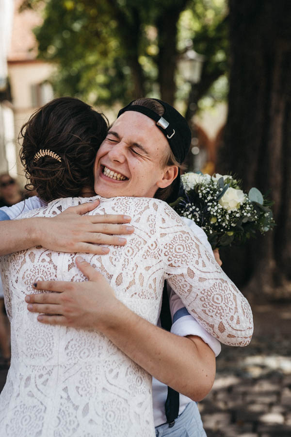 raissa simon fotografie elopement freiburg standesamt 002 - Julia + Tobias