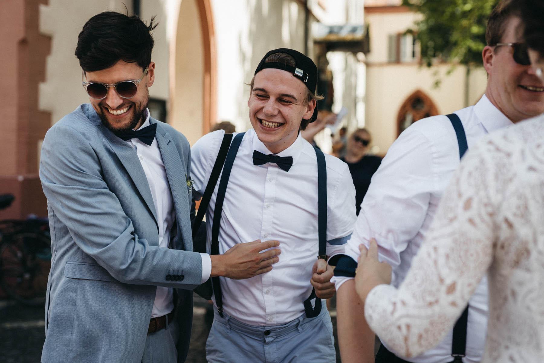 raissa simon fotografie elopement freiburg standesamt 004 - Julia + Tobias