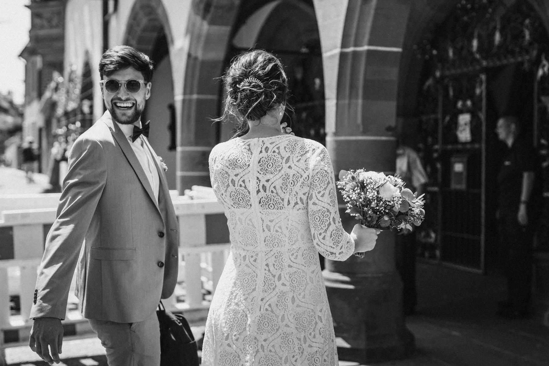 raissa simon fotografie elopement freiburg standesamt 005 - Julia + Tobias