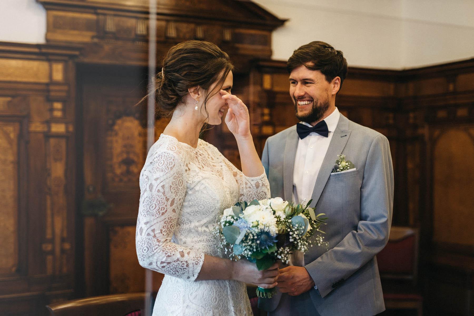 raissa simon fotografie elopement freiburg standesamt 012 - Julia + Tobias