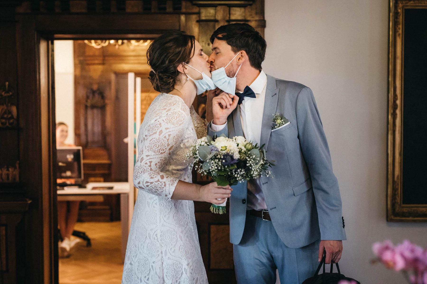 raissa simon fotografie elopement freiburg standesamt 019 - Julia + Tobias