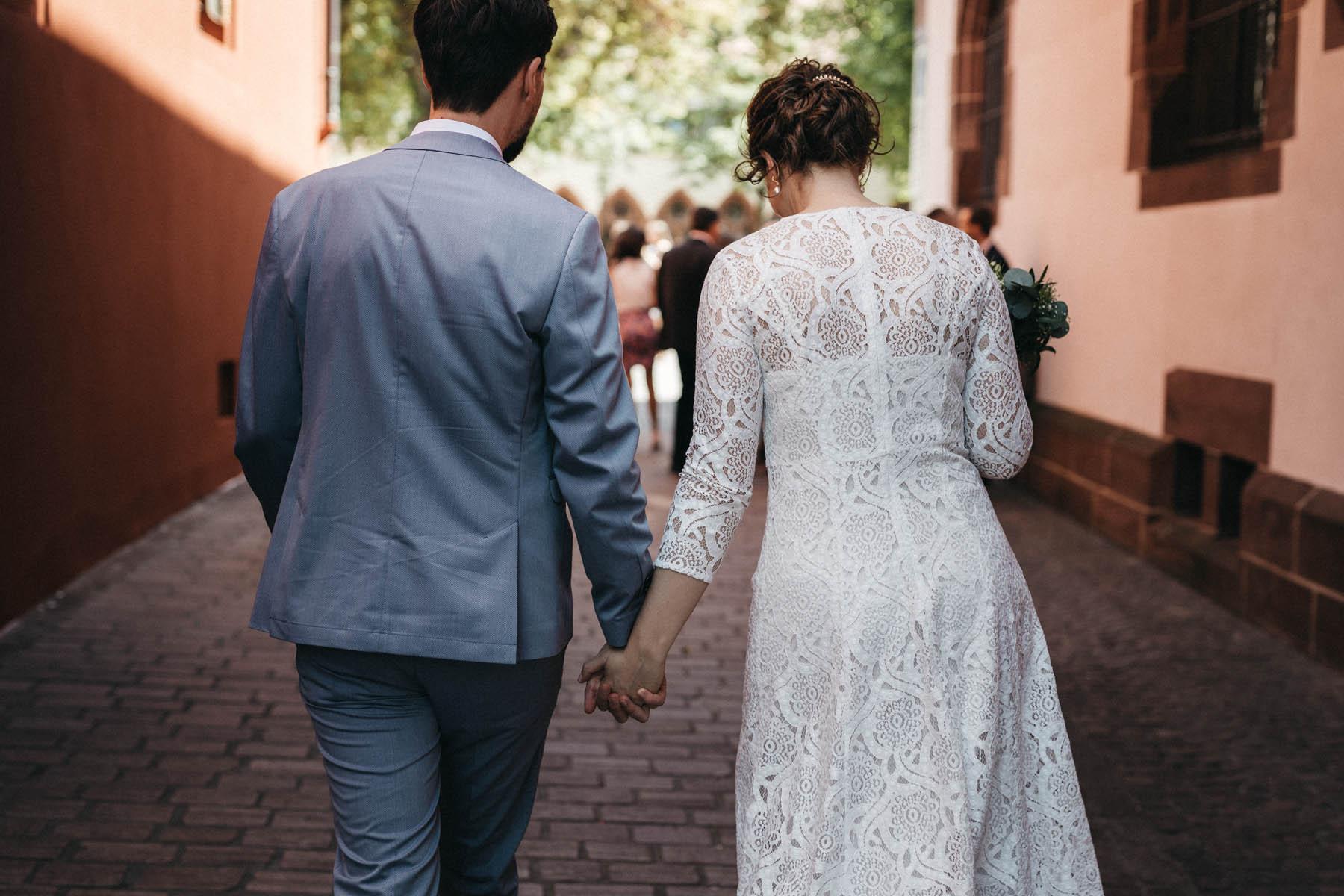 raissa simon fotografie elopement freiburg standesamt 022 - Julia + Tobias