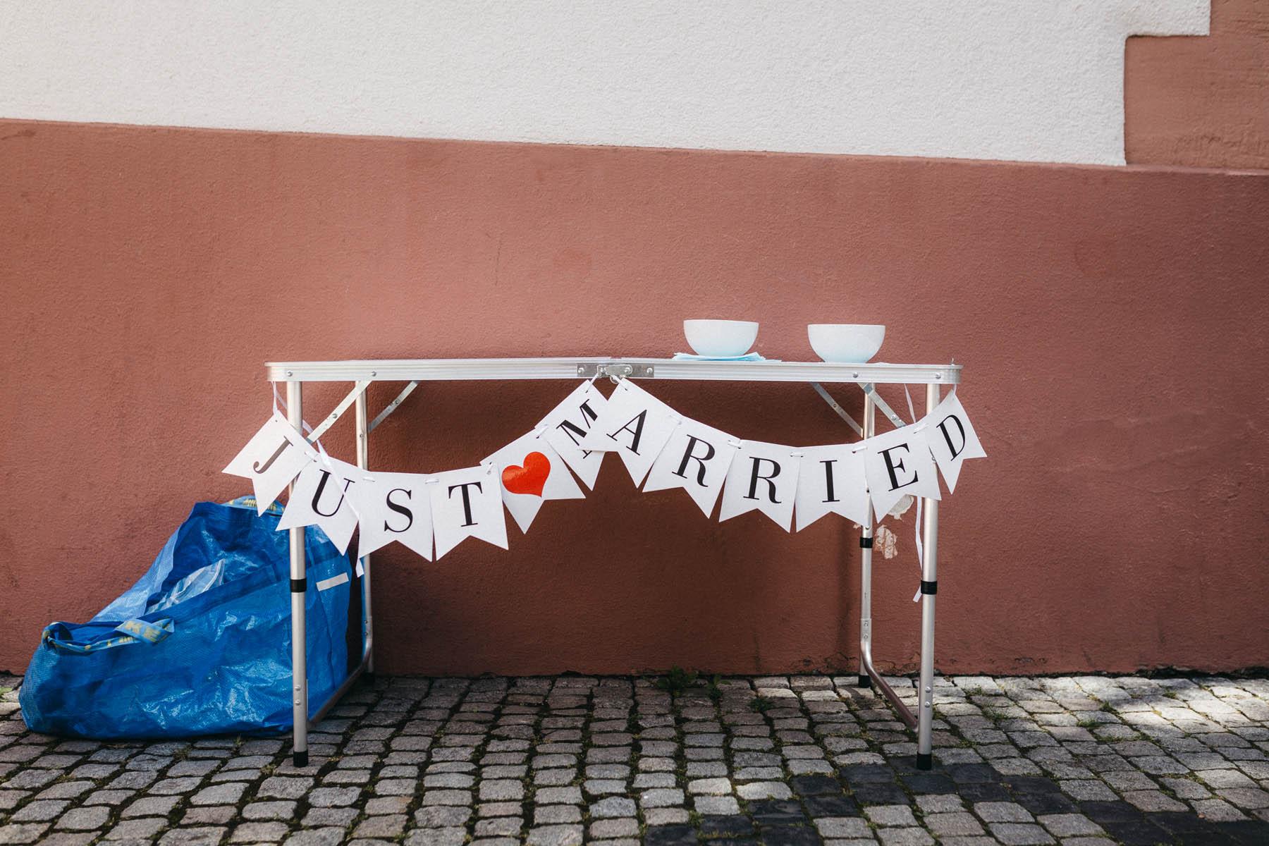 raissa simon fotografie elopement freiburg standesamt 026 - Julia + Tobias