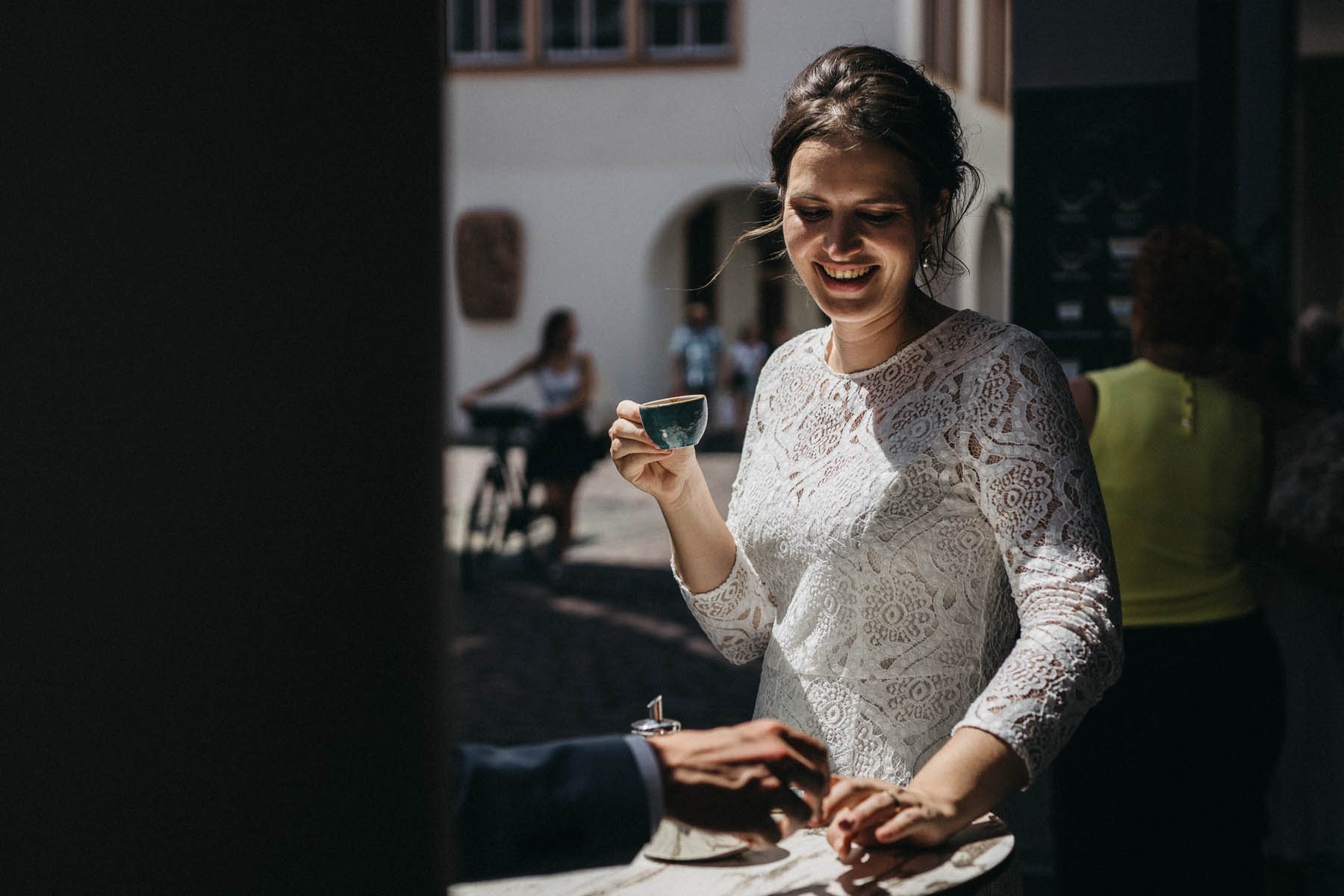 raissa simon fotografie elopement freiburg standesamt 032 - Julia + Tobias