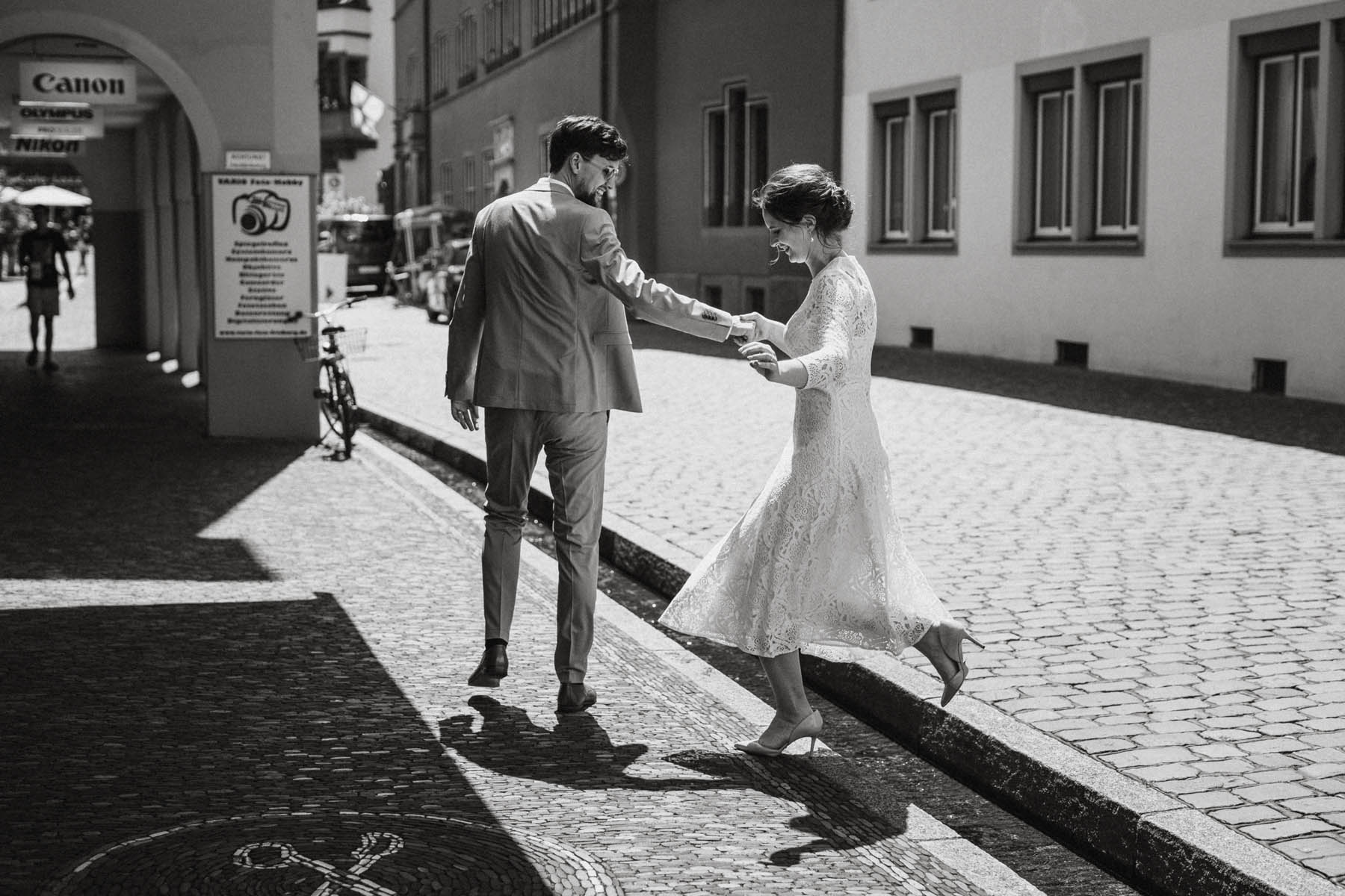 raissa simon fotografie elopement freiburg standesamt 035 - Julia + Tobias