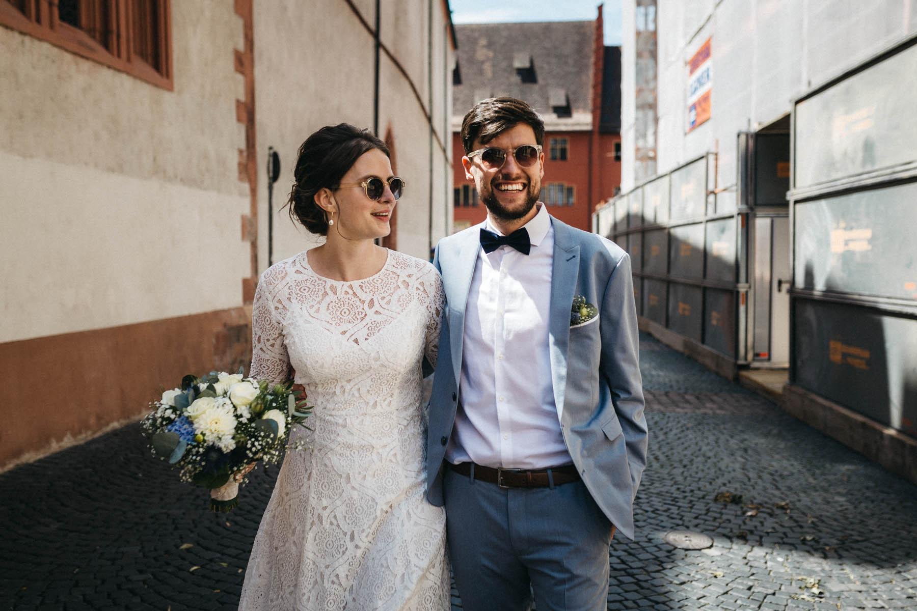 raissa simon fotografie elopement freiburg standesamt 045 - Julia + Tobias