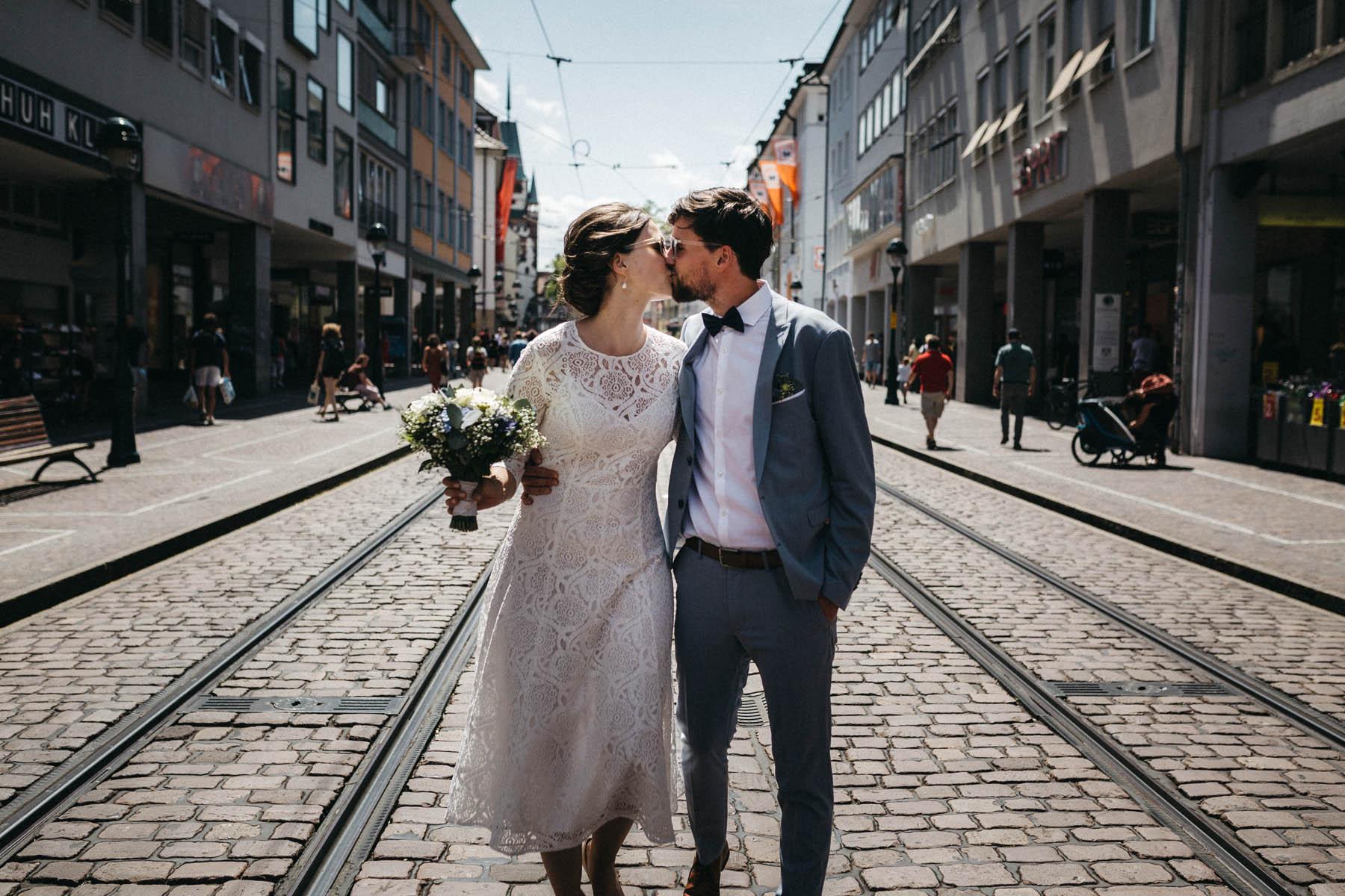 raissa simon fotografie elopement freiburg standesamt 047 - Julia + Tobias