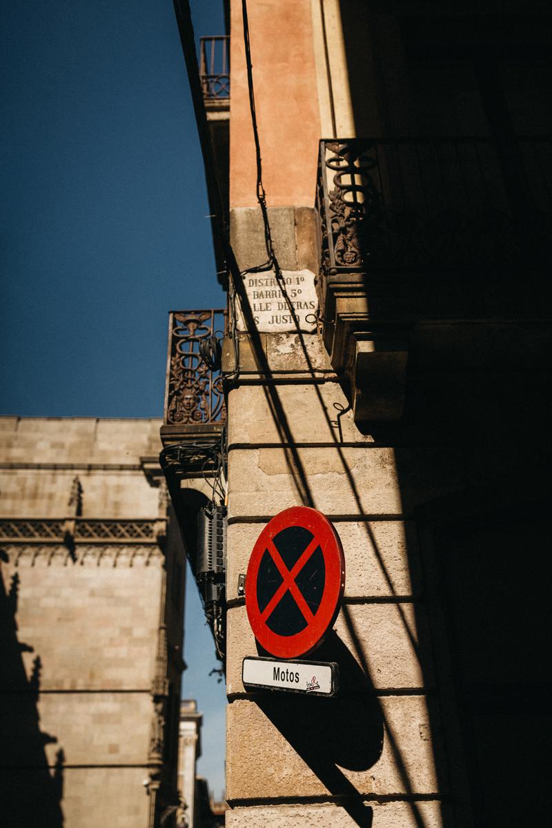 raissa simon fotografie urban coupleshooting barcelona 002 - Wietske + Stefanos