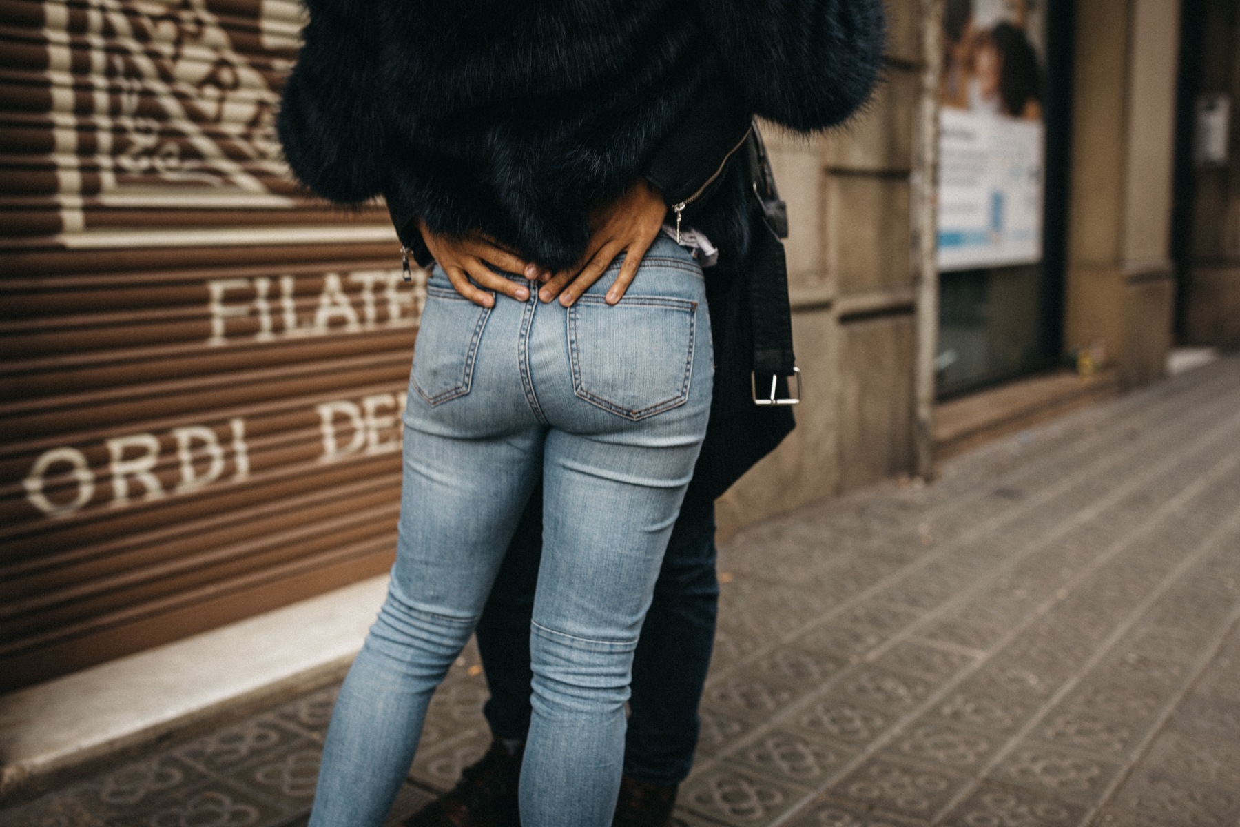 raissa simon fotografie urban coupleshooting barcelona 014 - Wietske + Stefanos