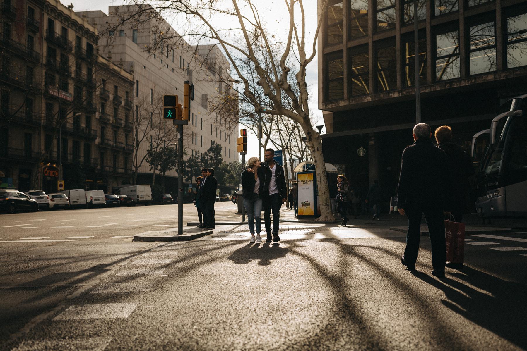 raissa simon fotografie urban coupleshooting barcelona 016 - Wietske + Stefanos